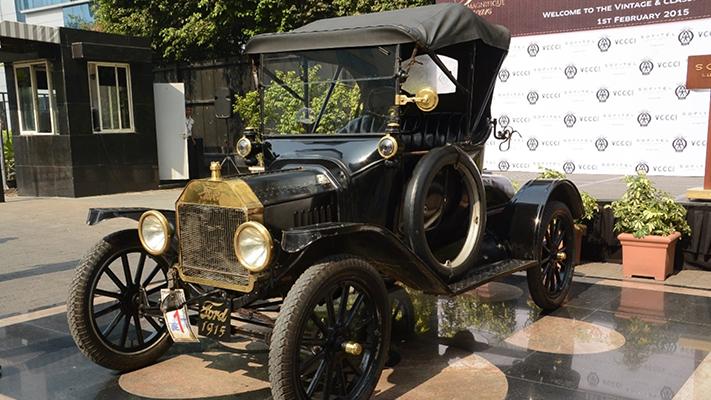 1915 ford vintage cars on mumbai roads