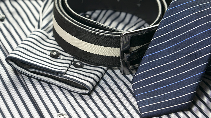 accessories for stripes outfit