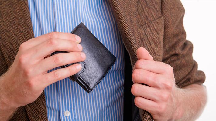 avoid stuffing vallet in pockets