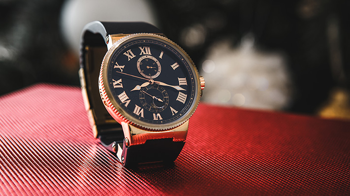 avoid wearing too much gold on watch