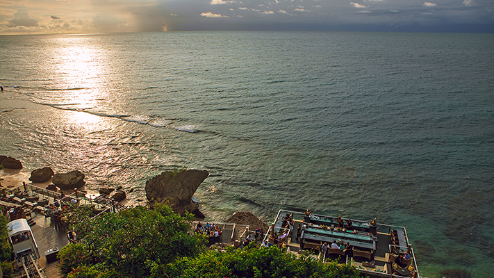 ayanas rock bar to catch perfect sunset in bali