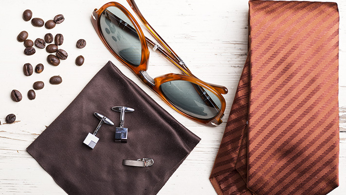 brown accessories to pair with beige suit for smart casual look