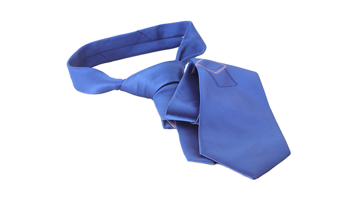 how to wear a blue tie