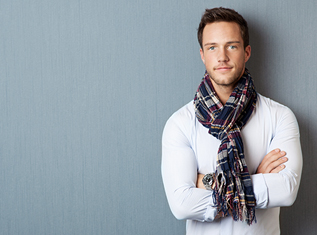 how-to-wear-a-scarf-during-summer-and-spring-for-men