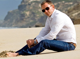 how-to-wear-casual-jeans-learn-from-daniel-craig