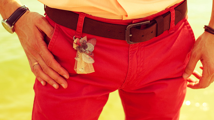 how to wear coloured jeans right