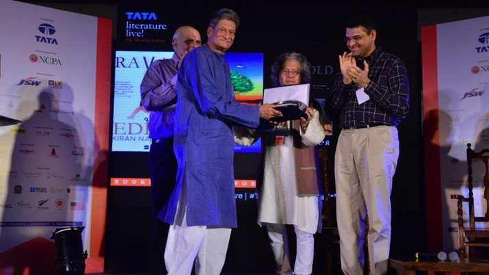 kiran nagarkar presented with life time achievement award