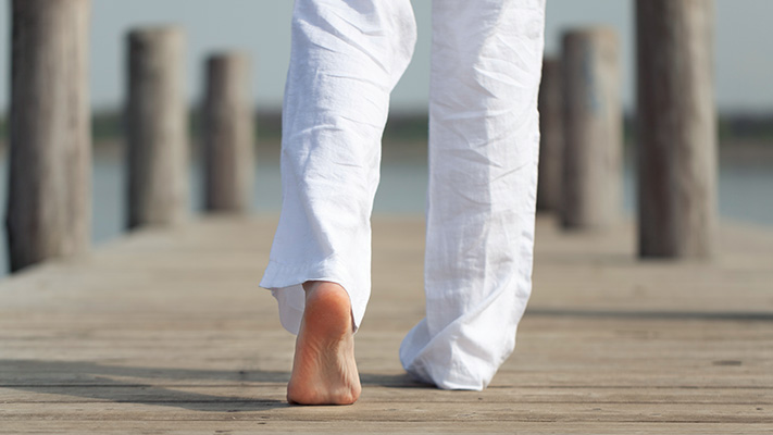 linen trousers for smart casual look
