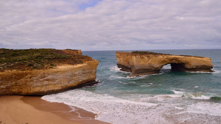 london arch places at great ocean road australia