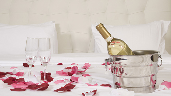 How to plan romantic night at home on valentines day
