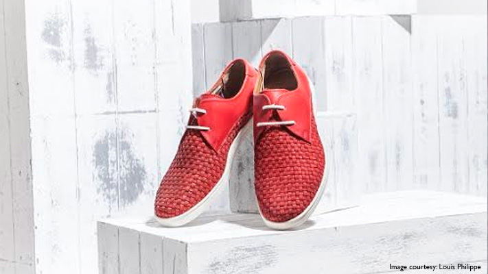 red sporty shoes for men