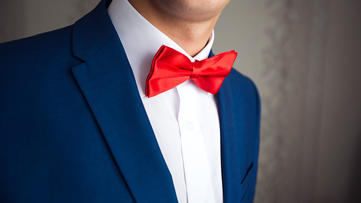 sporting bow tie with standard pointed collar