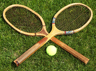 tennis-rackets-and-ball-wimbledon